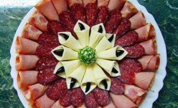 рецепт как правильно нарезать колбасу с сыром на стол